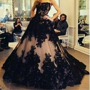 Dresses & Skirts - Gorgeous lace and tulle gown